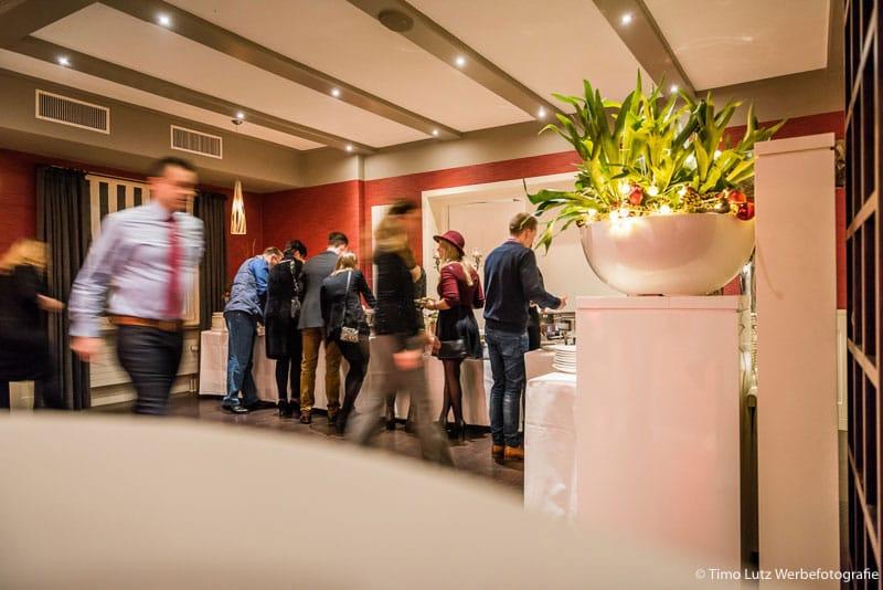 Eventfotograf-Buffet-Gaeste-Catering
