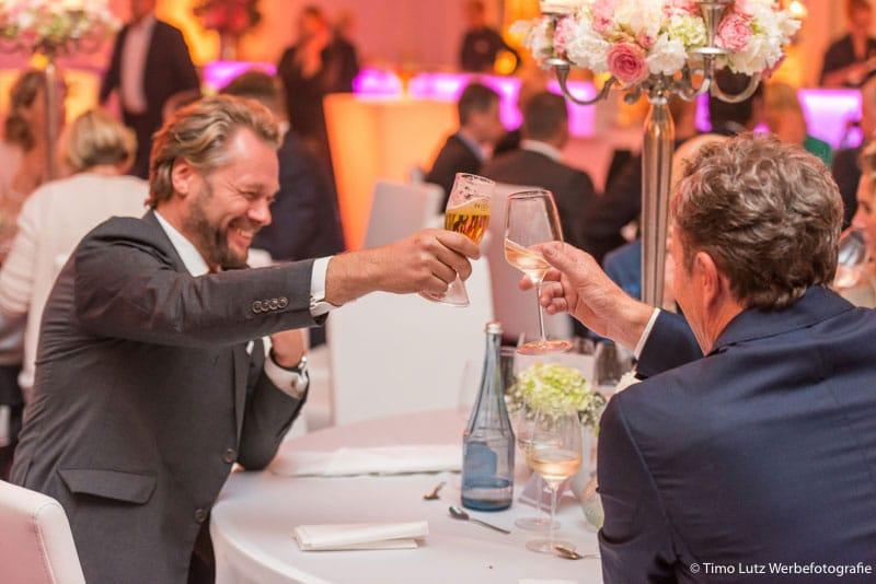 Eventfotografie-Veranstaltung-Event-Bier-Gaeste-Freude