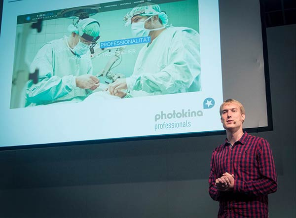 Werbefotograf Timo Lutz bei einem Vortrag auf der Photokina
