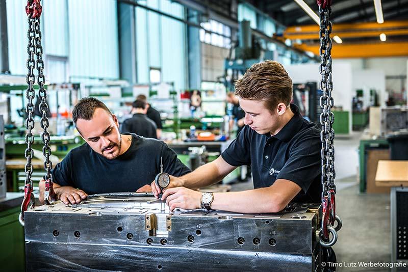 Industriefotografie-Werbefotos-Werkzeugbau-Mitarbeiteraufnahmen